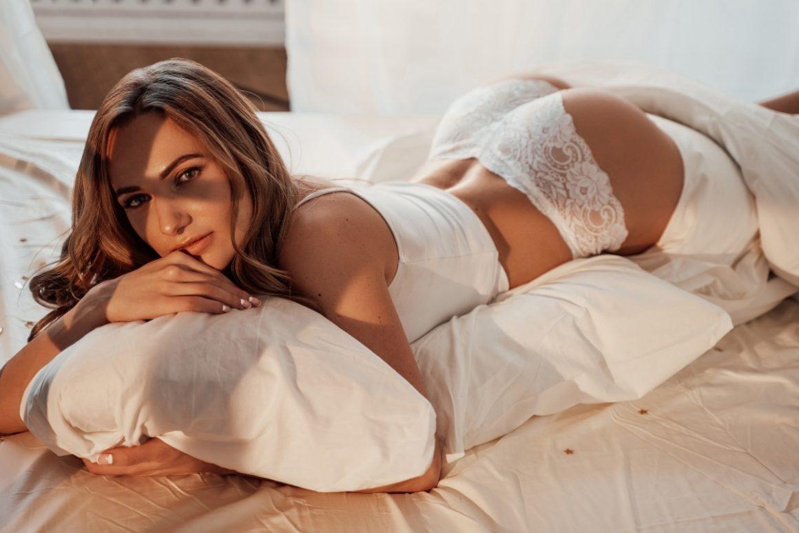 Męskie fantazje przy masturbacji często dotyczą obecnej partnerki