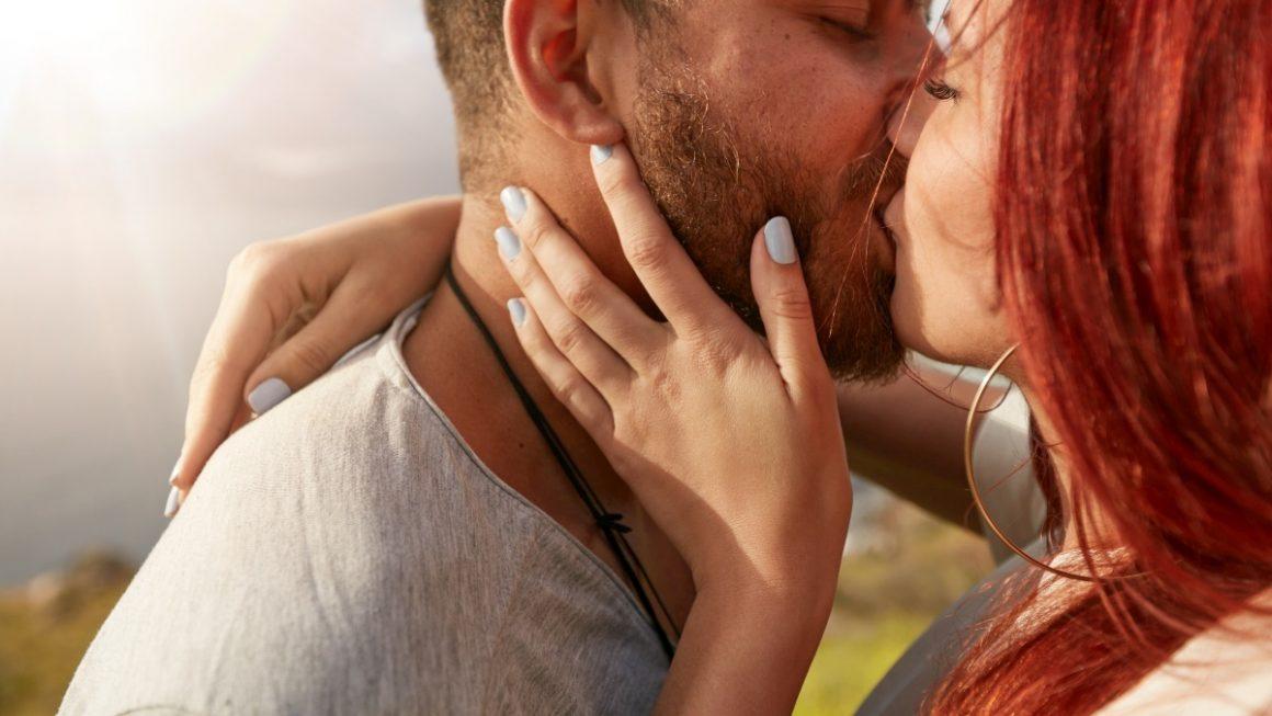 Męskie grzechy podczas całowania