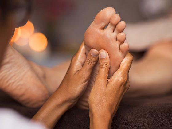 Fetysz stóp – gdy on je uwielbia