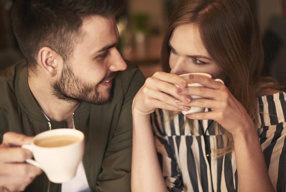 Po czym poznać, że mężczyzna Cię pożąda?
